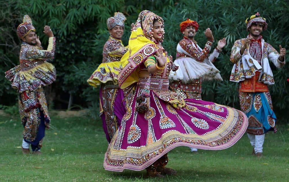 Girls practice the Garba dance