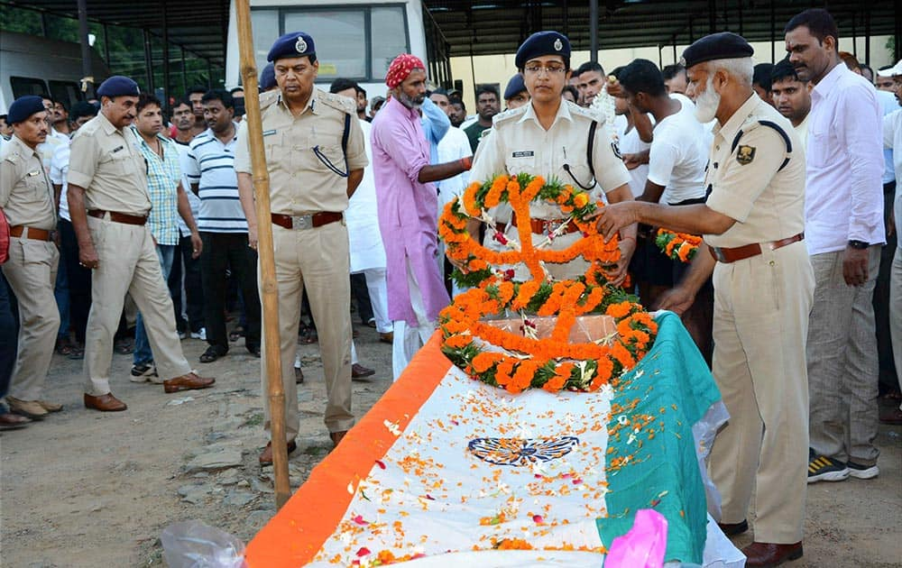 Police officials pay last respects to slained Kothi SHO