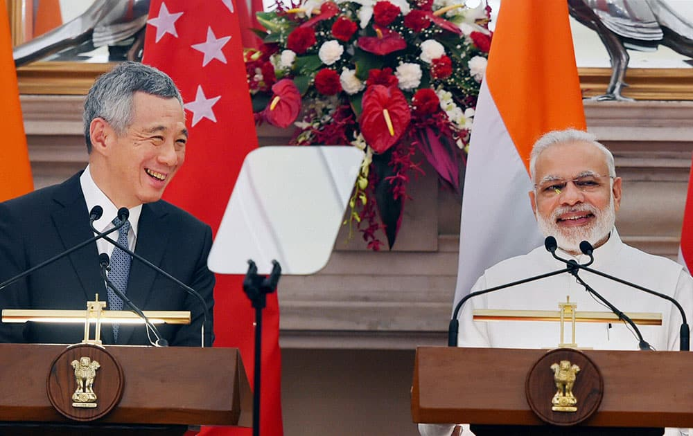 Prime Minister Narendra Modi with his Singapore counterpart Lee Hsien Loong at a joint press statement at Hyderabad House, in New Delhi