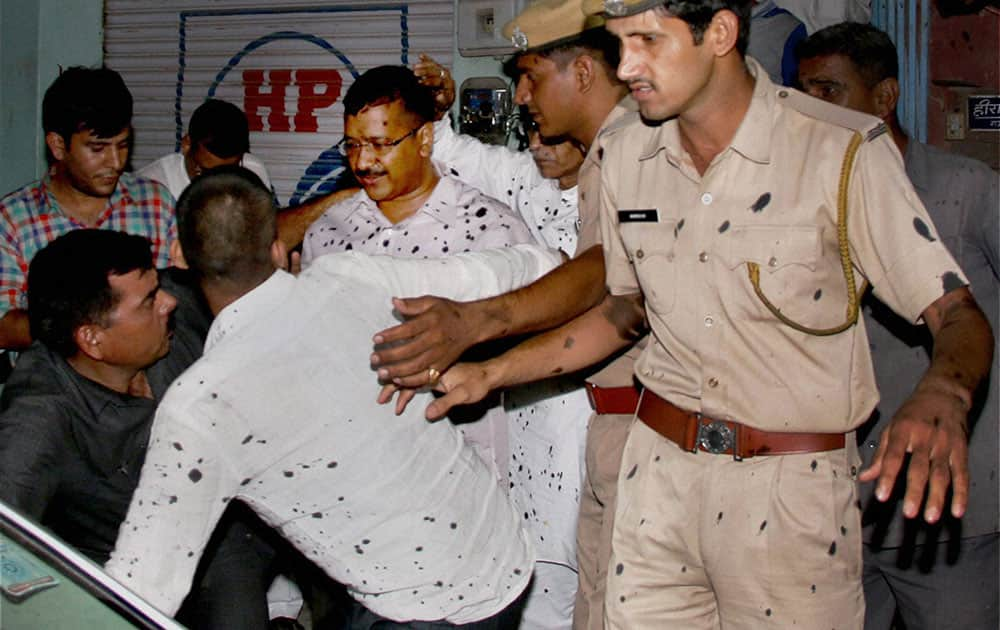 Arvind Kejriwal after ABVP workers threw ink on him in Bikaner