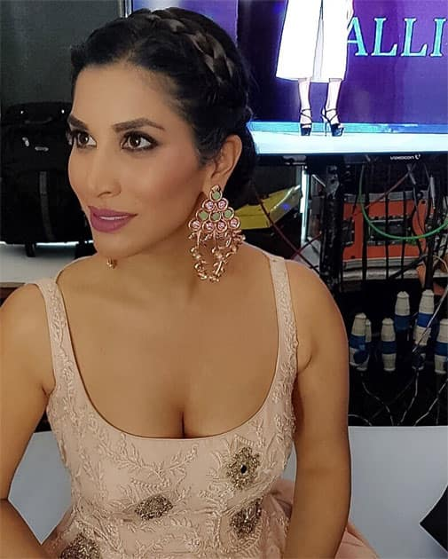 Backstage vibes at the #Divalicious fashion event- Sophie Choudry