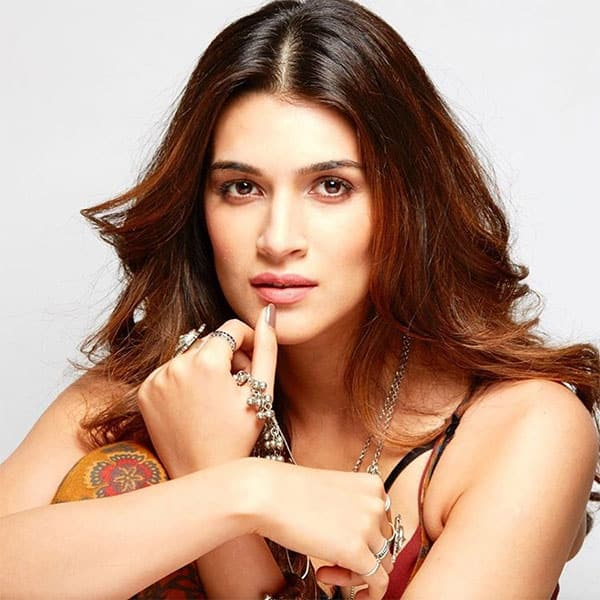 kriti sanon :- Don`t let anyone ever dull your sparkle.. Be you! Be.You.Tiful