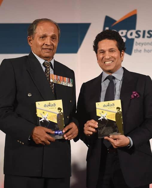 Launch of war veteran, Dilip Parulkar's (L) book