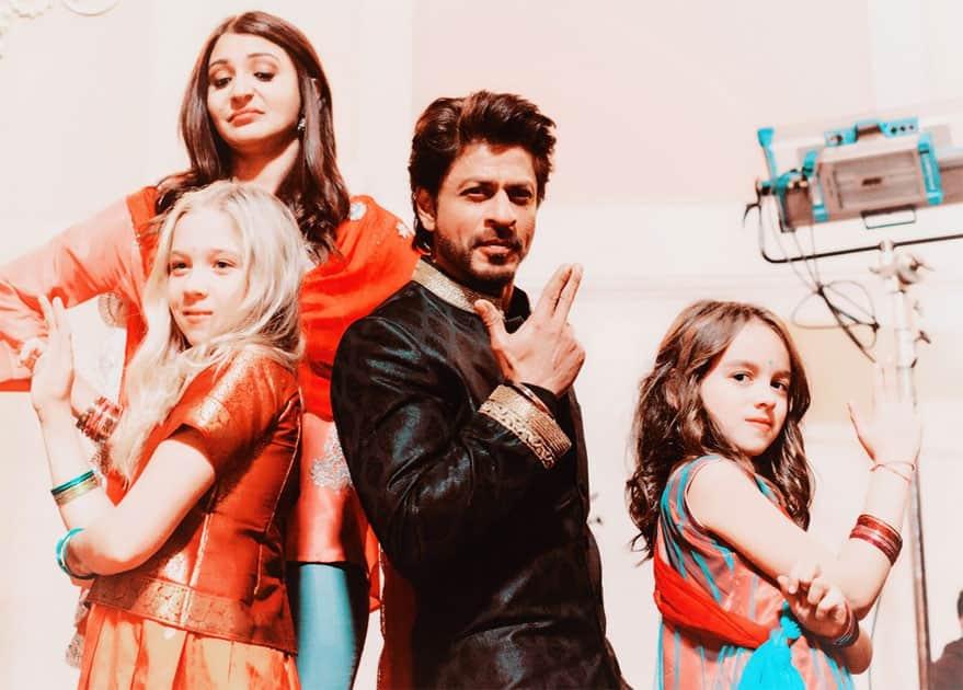 Desi Bond with Videsi lil ladies- Shah Rukh Khan