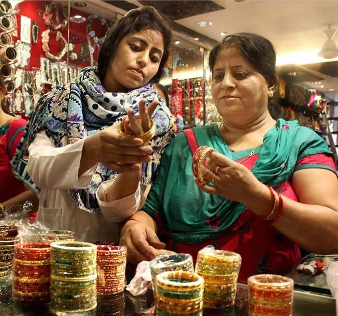 Women buying bangles for Karva Chauth festival