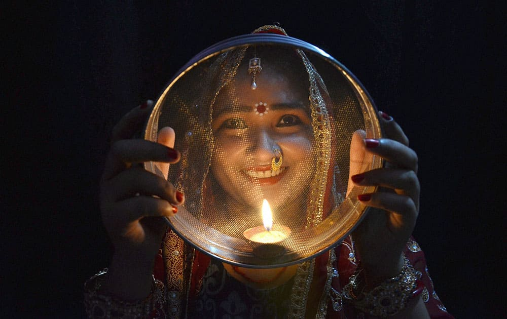 A women performing rituals on the occasion of Karva Chauth in Mirzapur