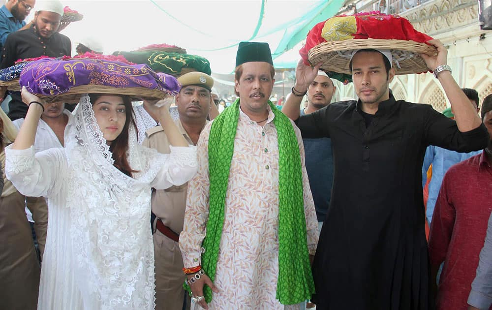 Actor Rajneesh Duggal and actress Sonalika Badoria visit Ajmer shrine