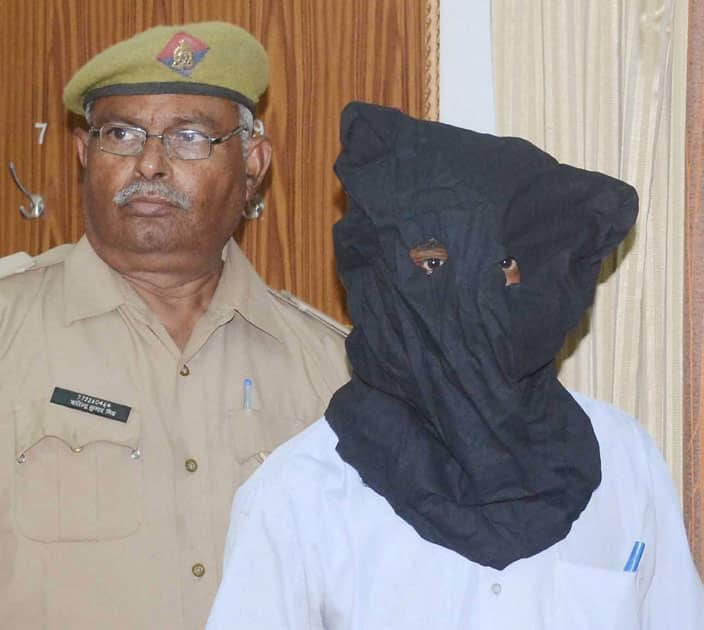 Man arrested for planting bomb
