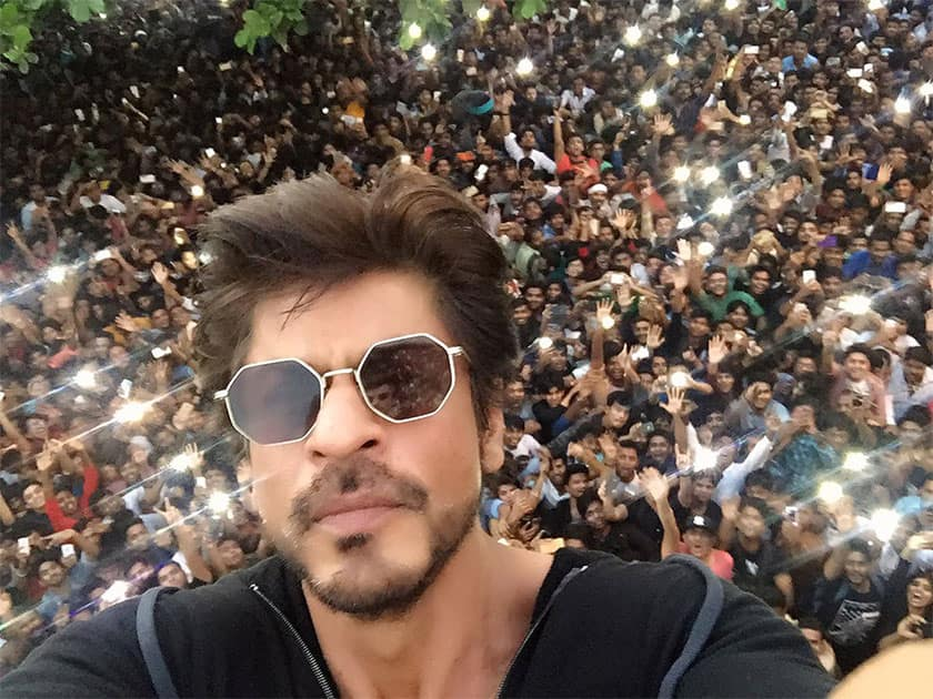 If I could, I would jump amidst you. So that you could take me home. Thank you all for coming and making my birthday so special. Love you! - Twitter@iamsrk
