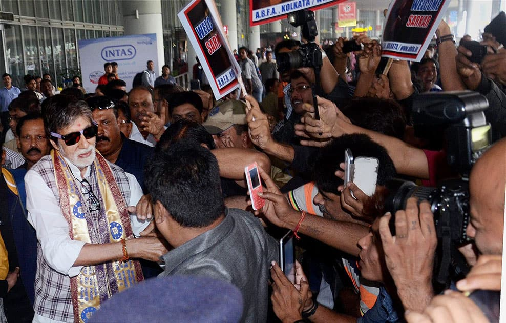 Amitabh Bachhan meets his fans as he arrives at Netaji Subhash Chandra Bose International Airport in Kolkata for the inauguration of Kolkata International Film Festival