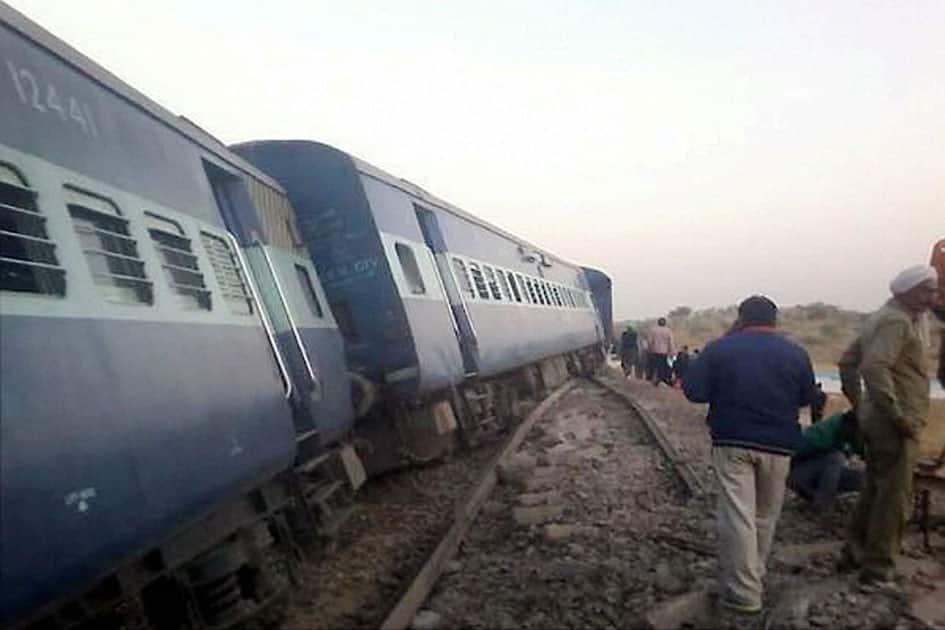 Bathinda -Jodhpur Passenger train derails