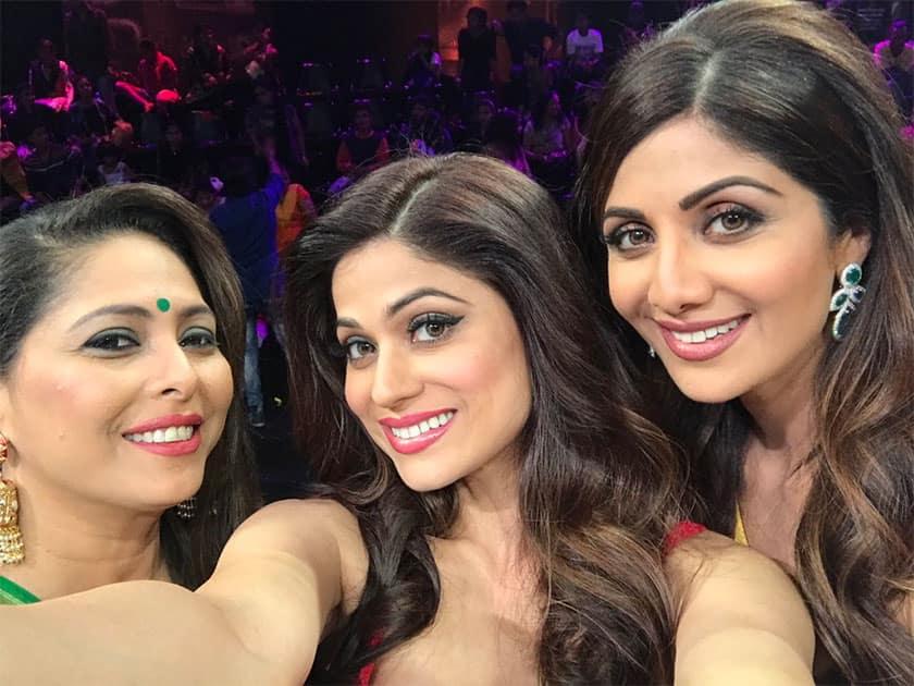 Fabulous judges of super dancer Shilpa Shetty & Geeta Kapur - Twitter@ShamitaShetty