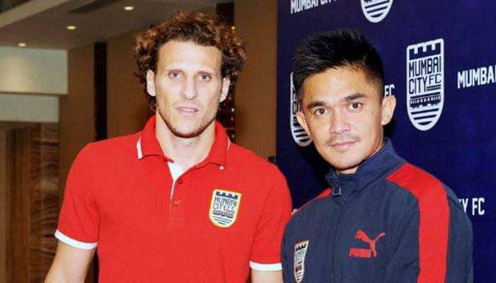 Mumbai City duo Diego Forlan, Sunil Chhetri call for single, longer league in India