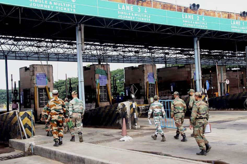 Army jawans at toll plaza