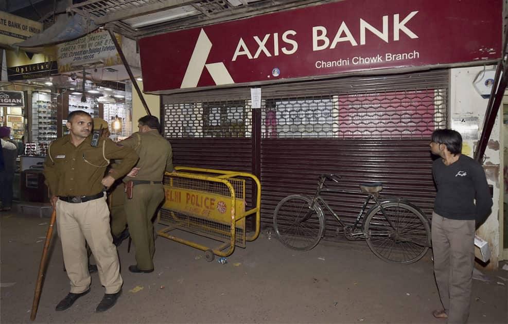 Income Tax officials raid at Chandni Chowk branch