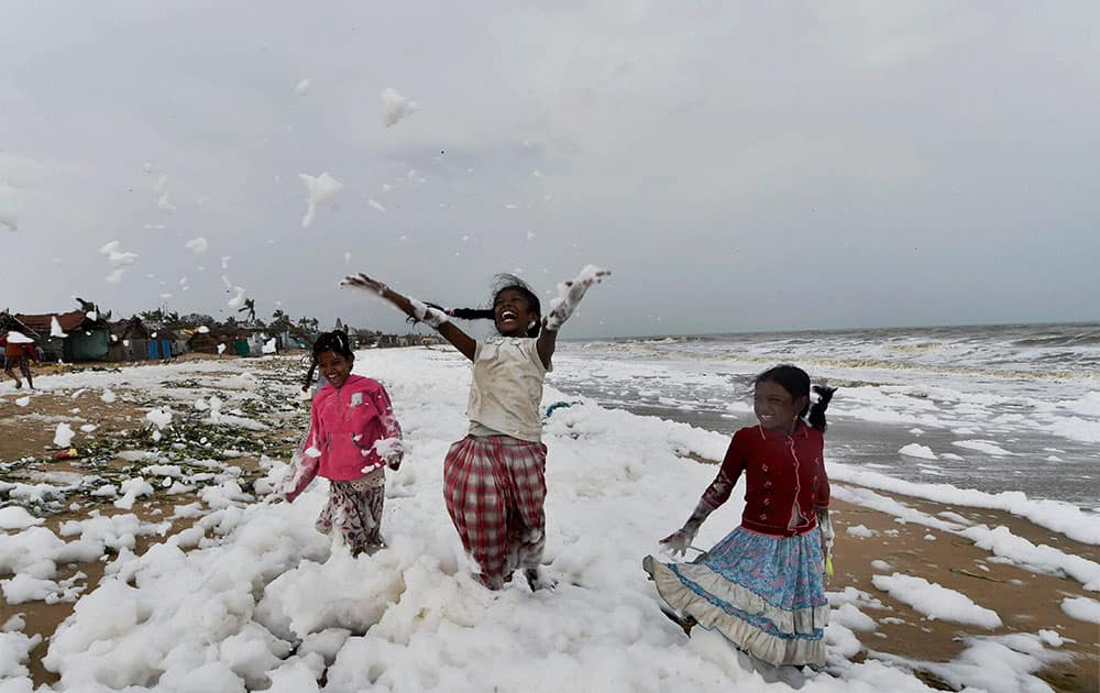 Children at Chennai coast