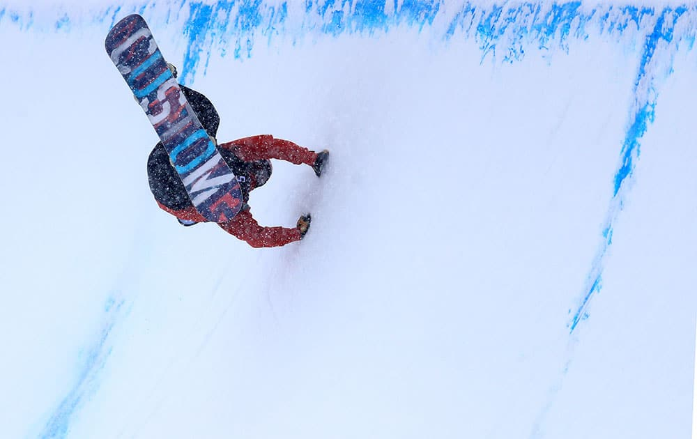 Ben Ferguson competes in the qualifying round for the 2017 U.S. Snowboarding Grand Prix