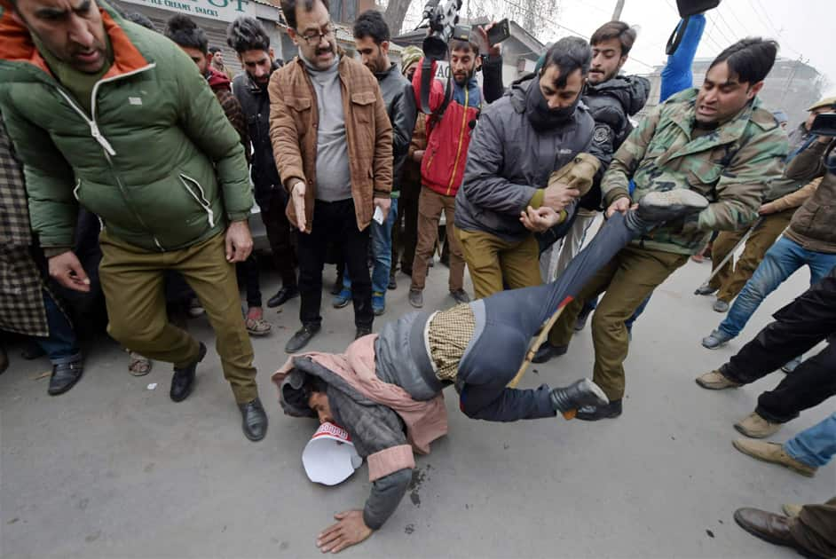 Police detain supporters of Awami Itihaad Party