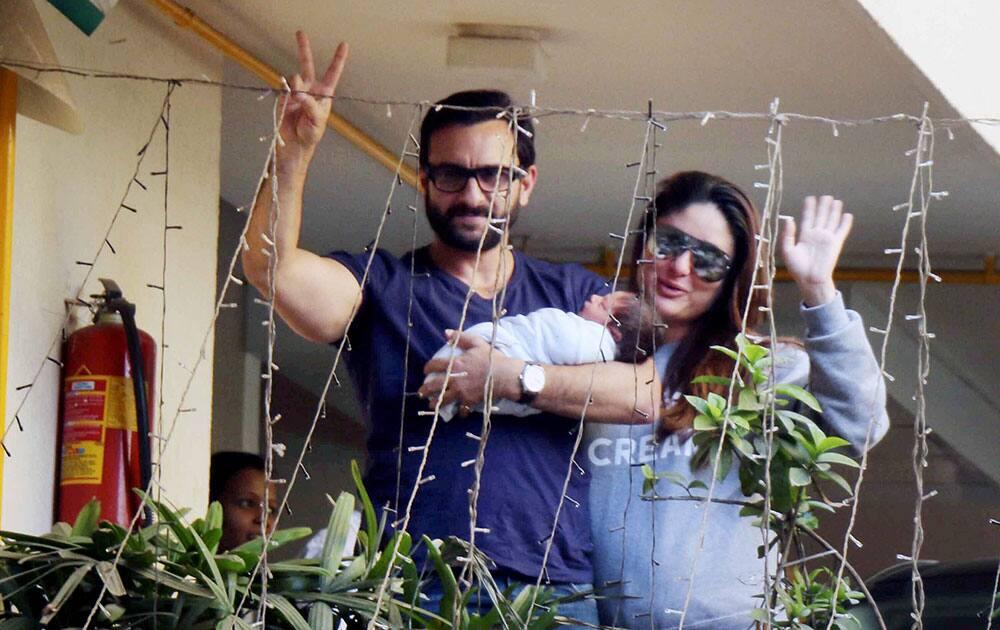 Saif-Kareena with their baby