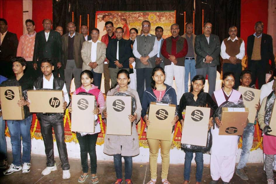 Students awarded laptops in U