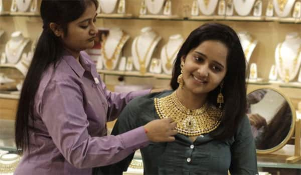Gold Price Rebounds From 11 Month Low Regains Rs 28 000 Per 10 Grams
