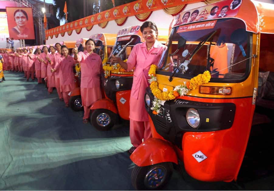 Auto rickshaws for women in Thane