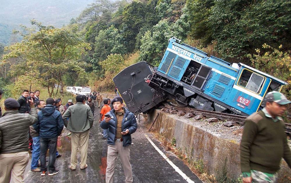 Train derails in Kurseong