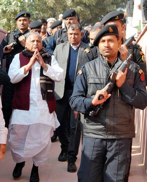 Mulayam Singh Yadav arrives to pay homage to Imam