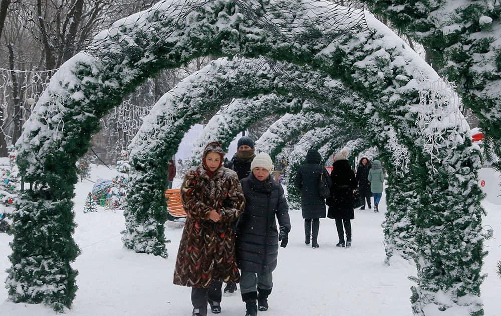 snowy city park
