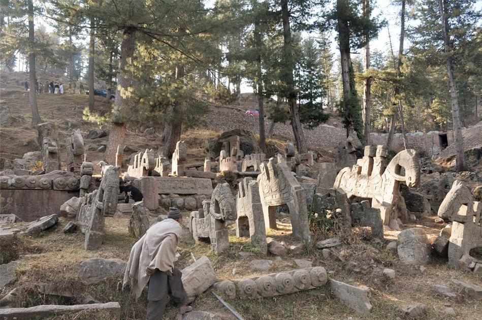 Stone sculptures in Gool Ramban