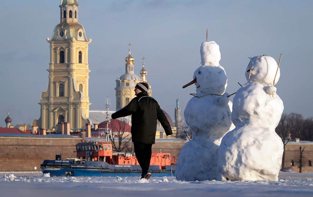 A man walks on the ice of the Neva River
