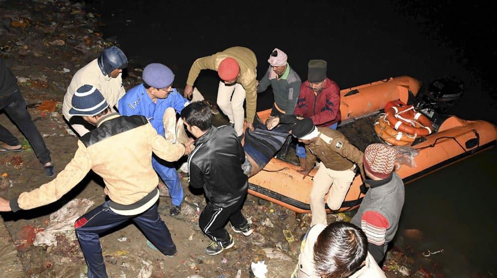 SDRF team rescue a dead body of a passenger