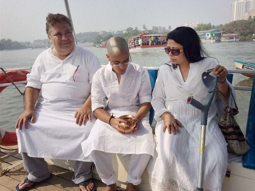 Om Puri's son Ishaan immersed his ashe