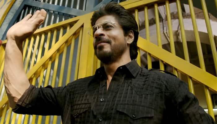 Raees Shah Rukh Khan Silences Nawazuddin Siddiqui With Befitting Dialogue Watch Movies News Zee News