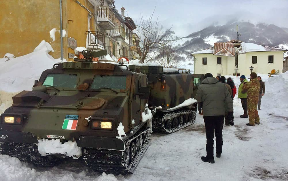 An Italian army vehicle arrives in Campotosto