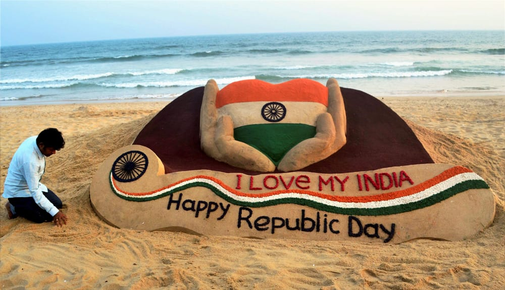 Sudarshan Pattnaik makes a sand sclupture