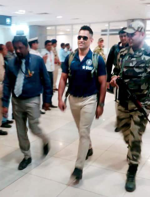 MS Dhoni arrives at Nagpur airport