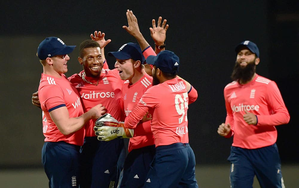 Chris Jordan with team mates celebrate the wicket of Indias Virat Kohli during the 3rd T20 at Chinnaswamy Stadium in Bengaluru