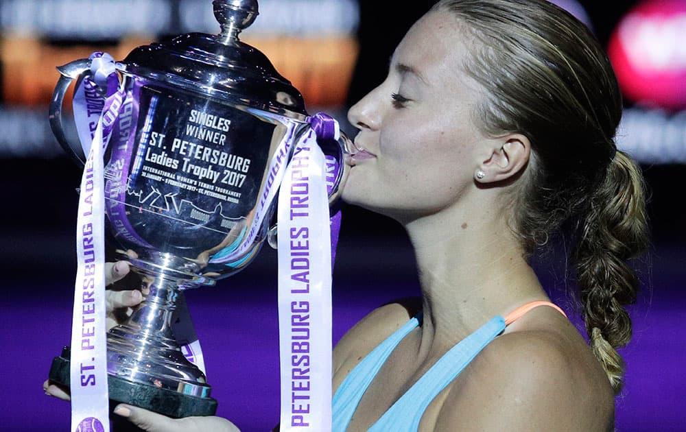 Kristina Mladenovic kisses her trophy