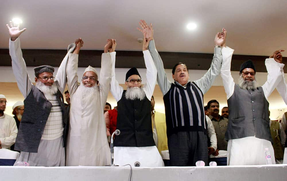 BSP Leader Naseemudin Siddiqui and others during a joint press conference