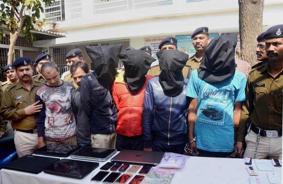 Gang robbing train passengers busted