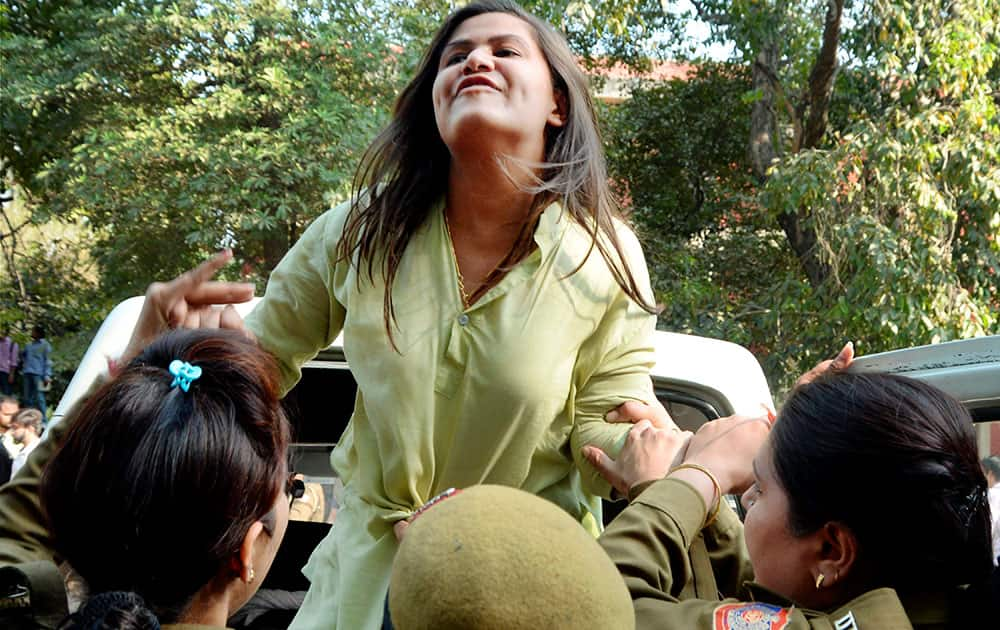 ABVP activists clash with AISA students