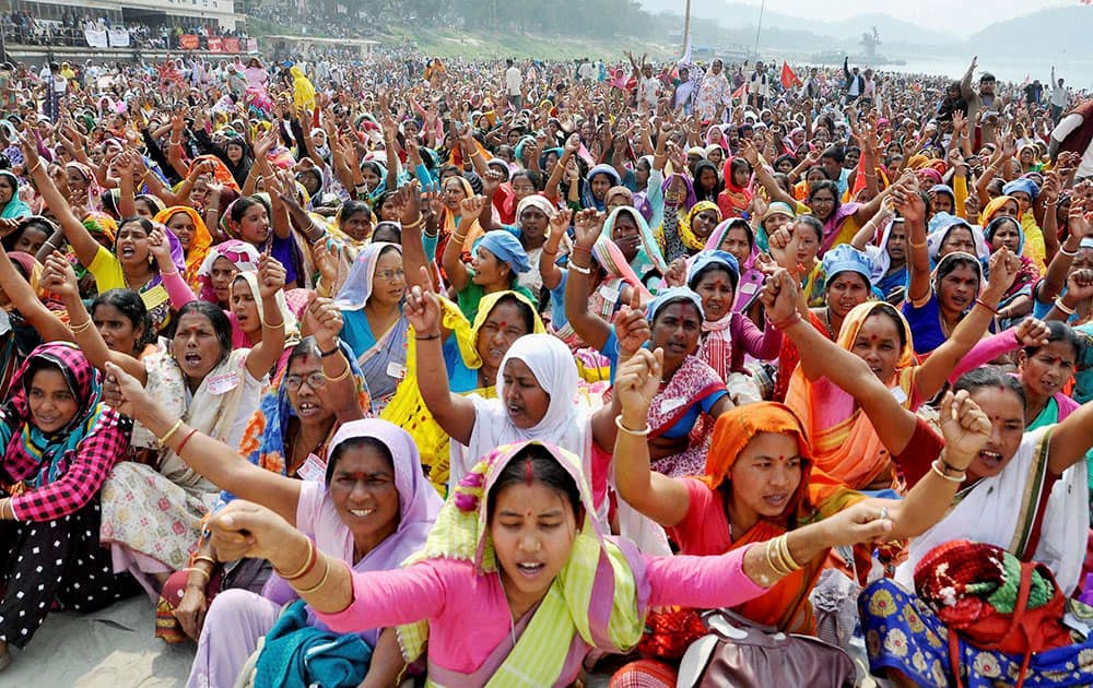 Protest to reopen shut factories, safety of farmer land