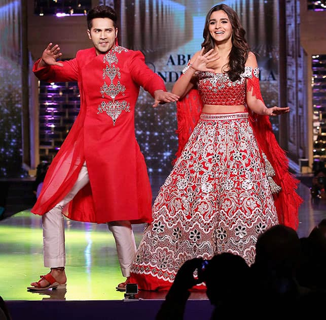 Alia Bhat and Varun Dhawan break into a jig at a fashion show in Mumbai
