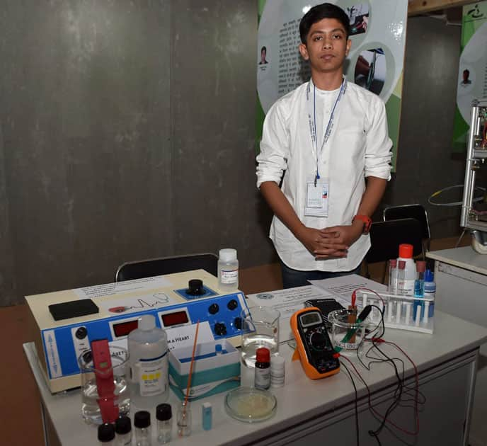 Akash Manoj with his prototype of non-invasive