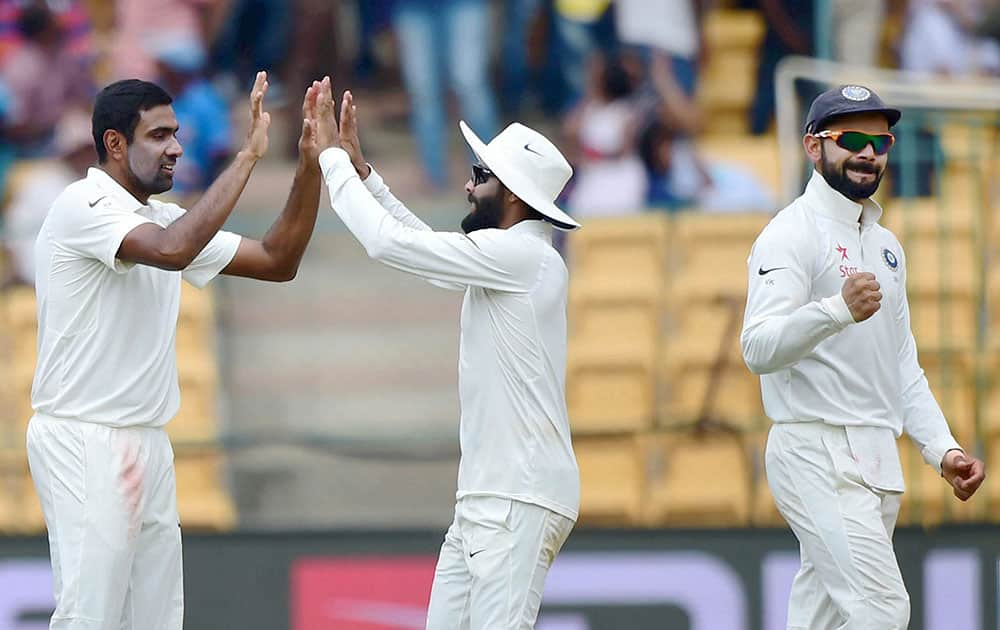 R Ashwin with team mates celebrates the wicket of Mitchel Marsh