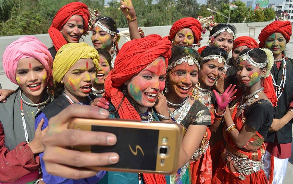 The Students taking a selfie during the Rang Utsav programme at Jabalpur