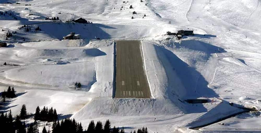 Landings at Courchevel International Airport