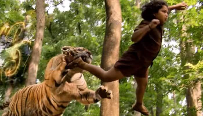 Mohanlal's 'Manyam Puli' has a BREATHTAKING scene where TIGER attacks a boy! WATCH 'Pulimurugan' clip