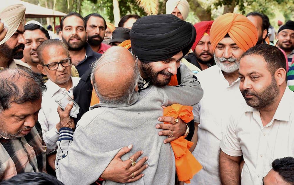 Navjot Singh Sidhu visits Ram Bagh Garden